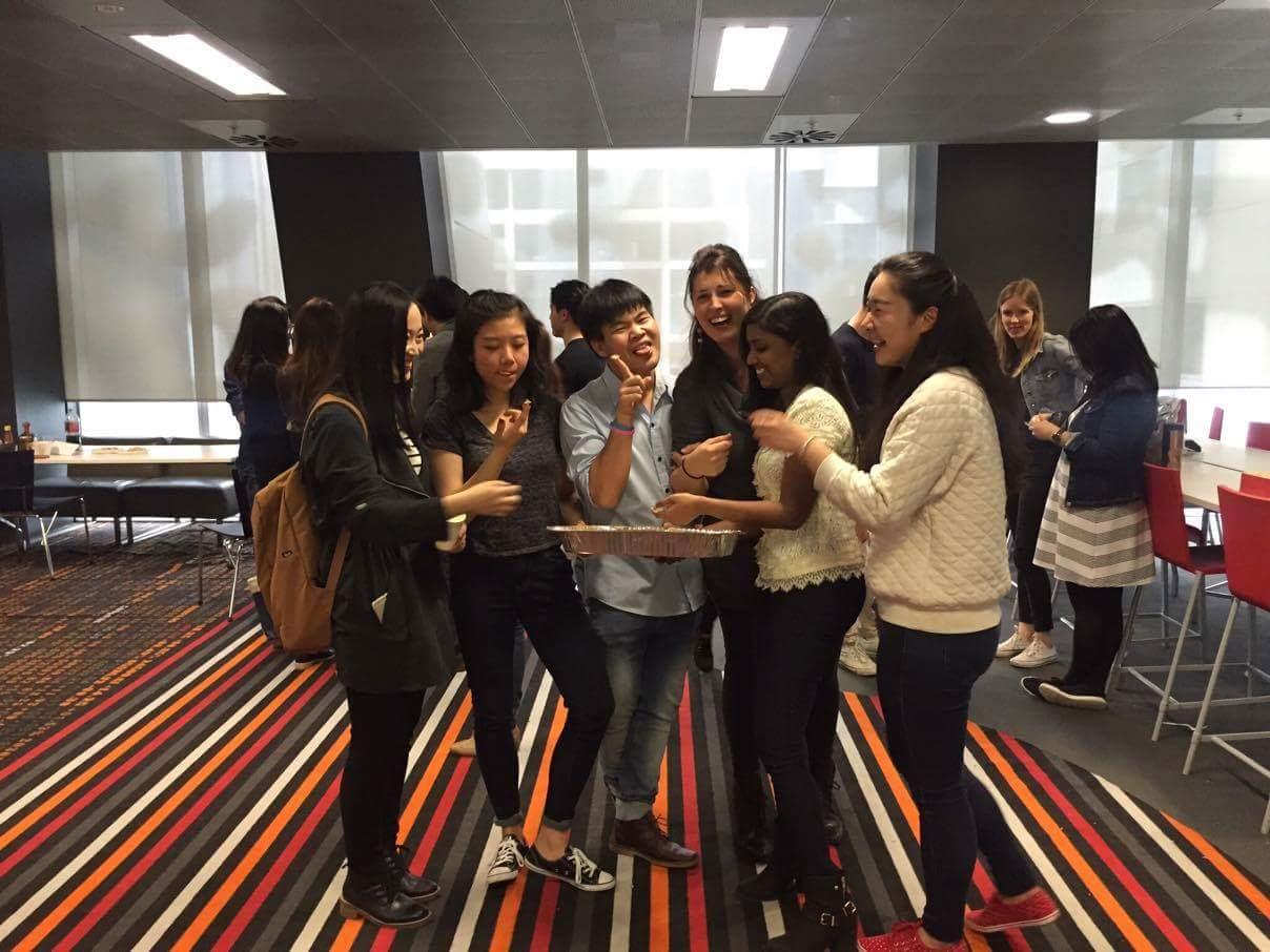 Luisa con i suoi compagni di Master of International Business. University of Melbourne